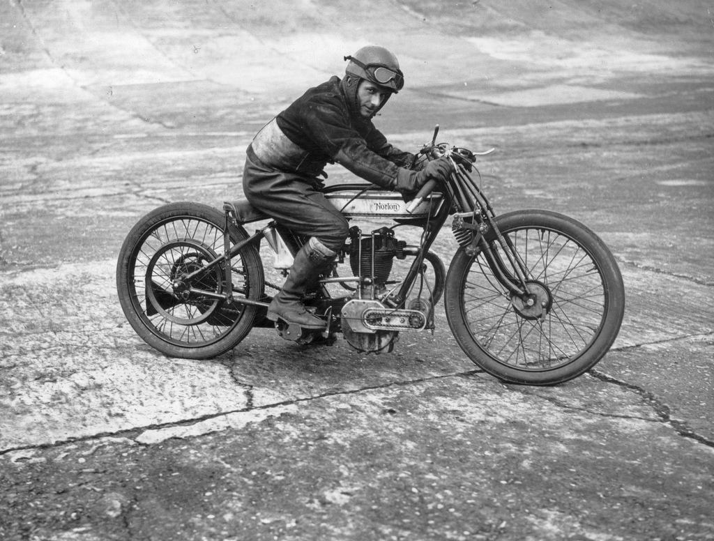 Old motorcycle racing